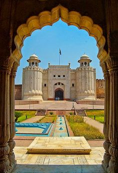 Lahore Fort and Shalamar Gardens in Lahore