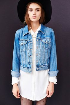 LOVE LOVE LOVE this Vintage Levi's Denim Trucker Jacket. Found the jacket just need to hat! so cute!!!!!
