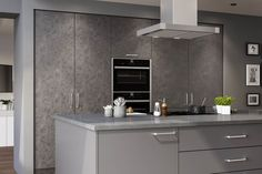 Searching for a contemporary kitchen that oozes style? Transform your home with our Valore kitchen range, available in Anthracite Fabric Metal and Dust Grey, for a modern kitchen design in a cool colour palette. Kitchen Cabinet Styles, Kitchen Cabinet Doors, Kitchen Cabinets, Kitchens And Bedrooms, Home Kitchens, Dream Kitchens, Stylish Kitchen, Modern Kitchen Design, Replacement Kitchen Doors