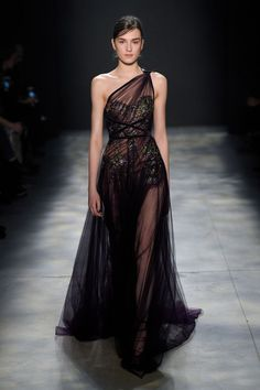 New York Fashion Week Runway: Marchesa One-Shoulder Tulle Dress Style Haute Couture, Couture Fashion, Runway Fashion, High Fashion, Women's Fashion, Street Fashion, Autumn Fashion, Fashion Trends, Elegant Dresses