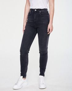 Inga High Waist Jeans Grey Wash aus Biobaumwolle #veganemode #fairfashion #veganfashion Grey Wash, Vegan Fashion, Jean Grey, High Waist Jeans, Skinny Jeans, Denim, Pants, Shopping, Trousers