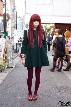 Acolin is wearing a green Liz Lisa dress with red stockings that match her long red hair, and penny loafers from a vintage shop. For a bag, she's carrying a large red vintage quilted purse. Inside of her purse, she had a pair of headphones, as you can see in the last photo.