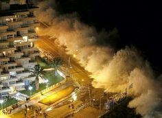 #智利 #Chile #比尼亚德尔马 #Viña_del_Mar,巨浪拍击海岸。从智利太平洋岸最北的阿里卡市到智利由北至南的第10个大区湖都遭到巨浪袭击,海军提醒游客远离海岸。摄影师:Rodrigo Garrido