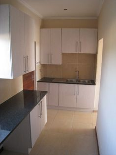 Builders warehouse pre made kitchen cupboards kitchen for Kitchenette units south africa