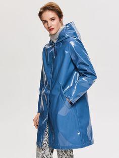 My Best Hooded Coats For Women: Complete Street Style Ideas 2019 Vinyl Raincoat, Blue Raincoat, Pvc Raincoat, Raincoat Jacket, Hooded Raincoat, Plastic Raincoat, Imper Pvc, Ladies Hooded Coats, Dark Blue Skinny Jeans