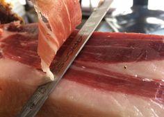Prosciutto pata negra bellota tagliato per un profesionale di spanishtaste.it huuuum Ham Bone, Melt In Your Mouth, Prosciutto, Acorn, Dinner, Eat, Food, Dining, Tassel