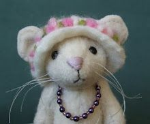 Mable, the needle felted mouse Needle Felted Animals, Felt Animals, Cute Animals, Mouse Crafts, Felt Crafts, Wet Felting, Needle Felting, Wooly Bully, Felt Mouse