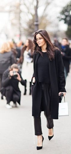I'll never say no to black on black, but this post if for the hair color. #BarbaraMartelo