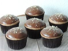 Perníkové muffinky plnené džemom - NajRecept.sk Cupcake Recipes, Cupcake Cakes, Dessert Recipes, Sweet Desserts, Sweet Recipes, Sweets Cake, 20 Min, Christmas Baking, Amazing Cakes