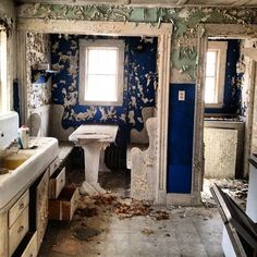Pretty vintage kitchen in an abandoned house...Would love to have seen this in it's glory days!