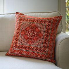 Ayadeena - Exclusive traditional hand embroidered decorative pillows made of 100% Indian raw silks and French DMC Cottons.