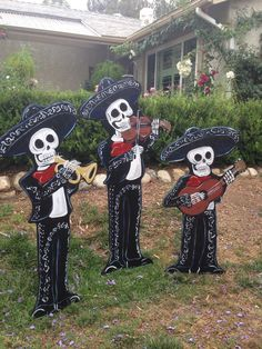 Skeletons in Halloween/Day of the dead Buddhism ☸️ - Mariachi Band Fete Halloween, Halloween 2019, Holidays Halloween, Halloween Crafts, Halloween Decorations, Mexican Halloween Costume, Lawn Decorations, Halloween Forum, Disco Party
