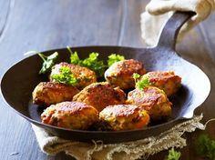 Kyllingefrikadeller med soltørret tomat og feta | AMA