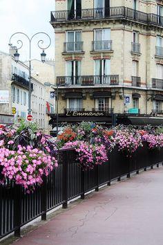 randomartsyshenanigans:  Paris, France