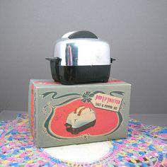 Toaster Salt and Pepper Set Vintage Kitchen Chrome Toaster Set with Toast Retro Circa 1950s Original Box S Collectibles