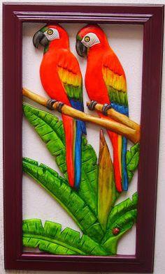 Blog de Rodrigo Calderón Avellaneda para mostrar, desde la ciudad de Bucaramanga(Colombia),sus artesanias en madera tallada,calada y pintada,con motivos de la   fauna y la flora tropical Clay Wall Art, Clay Art, Wooden Key Holder, Bamboo Art, Clay Birds, Peacock Decor, Tiger Art, Air Dry Clay, Tropical Decor