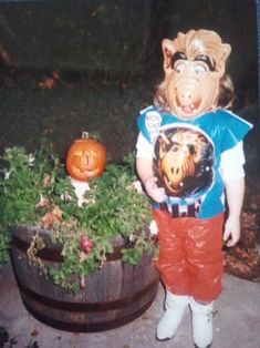ALF looking around for a cat to eat. | 23 Adorable Pictures Of Halloween Kid Costumes From The '80s