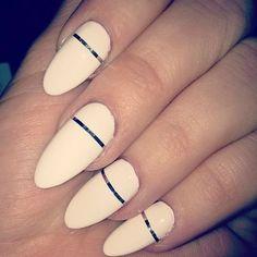Khloe Kardashian's almond nails are PERFECT Easter nail art goals. See more of Khloe's… Chic Nail Art, Chic Nails, Trendy Nails, Glam Nails, Almond Nails Designs, Nail Designs, Cosmopolitan, Khloe Kardashian Nails, Kardashian Beauty