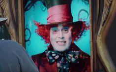 ディズニーランドの電子広告に映るジョニー・デップ。ただの広告だと思ったら…