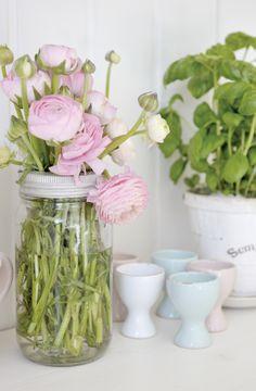Mason jar + plus metal ring + flowers
