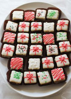 Peppermint Bark Petit Fours - http://www.decorismo.com/amazing-ideas/peppermint-bark-petit-fours/