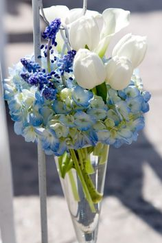 I love the blue and white