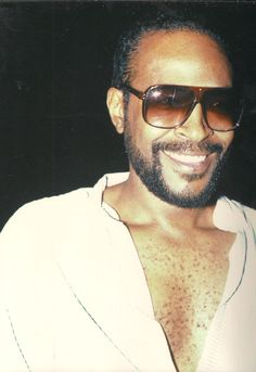 Marvin Gaye one of the sexiest performers EVER fell in love when I was only 16 ... RIP