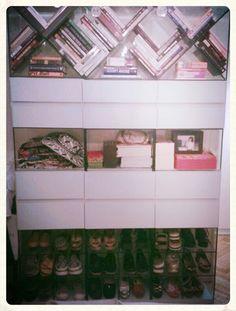 Biblioteca, zapatero y mueble de guardado(triple X)by HAUS DESiGN