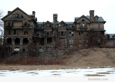 creepy old mansion