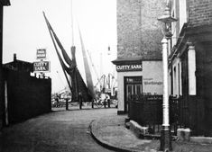Curry Sark in Greenwich South East London England in 1954 London Pubs, Old London, London City, Old Greenwich, Greenwich London, East End London, South London, Old Pictures, Old Photos