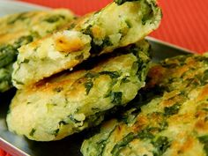 Cantinho Vegetariano: Bolinho de Mandioca e Espinafre (vegana) Veggie Recipes, Vegetarian Recipes, Cooking Recipes, Healthy Recipes, Healthy Snacks, Healthy Eating, Vegan Foods, Light Recipes, Going Vegan