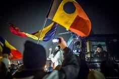 Colivă, bomboane, petarde și un tun de apă pe 21 decembrie | VICE Romania Romania