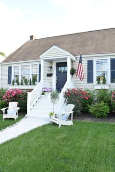 New Ideas Farmhouse Style Exterior Curb Appeal Cape Cod House With Porch, House Front, Exterior House Colors, Exterior Design, Diy Exterior, Cottage Exterior, Porche Frontal, Cape Cod Exterior, Cape Cod Style House