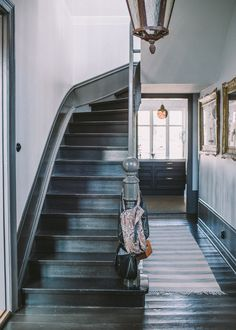 Home of Malin Persson. Painted Staircases, Painted Stairs, Spiral Staircases, Modern Staircase, Staircase Design, Staircase Ideas, Hallway Inspiration, Interior Inspiration, Entry Hallway