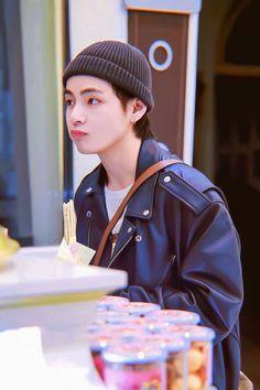 can I please get a Kim Taehyung 😂😂 Jimin, Bts Bangtan Boy, Daegu, Foto Bts, Bts Photo, Seokjin, Hoseok, Namjoon, Billboard Music Awards