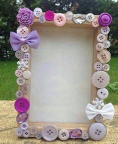 25 Best DIY Picture Frame Ideas [Beautiful, Unique, and Cool] Kids Crafts, Diy And Crafts, Craft Projects, Arts And Crafts, Craft Ideas, Button Frames, Button Art, Popsicle Stick Crafts, Craft Stick Crafts