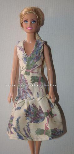 Barbie ruha V nyakú, ujjatlan ruha levendulás anyagból. Barbie dress with lavender