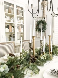 Neutral Christmas Entryway and Dining Room Tour Browse hundreds of tips, tricks, and do-it-yourself guides for creating the perfect farmhouse look in your home. - Neutral Christmas Entryway and Dining Room Tour Christmas Entryway, Farmhouse Christmas Decor, Christmas Table Decorations, Decoration Table, Christmas Home, White Christmas, Christmas Ideas, Christmas Dining Rooms, Christmas Holidays