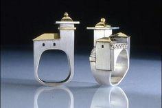 Objetos locos para fashionistas  ¡Para las que mueren por los accesorios: anillos con forma de castillo!.  /http:joquecosas.wordpress.com/