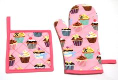 Pink Cupcakes Kitchen Set (Oven Mitt + Pot Holder + Towel) by Pornoromantic