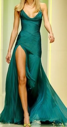 Emerald pleated dress with cowl neckline, leg slit. If I ever have the perfect body, I might wear something like this, with less cleavage. This is my dream dress. Only in pastel colors. Look Fashion, Fashion Show, Womens Fashion, Dress Fashion, High Fashion, Beautiful Gowns, Beautiful Outfits, Gorgeous Dress, Beautiful Clothes