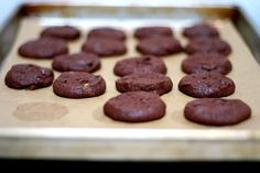 Smitten Kitchen - world peace cookies (chocolate sea salt cookies). A family favorite. Extra fleur de sel on the top makes them even better. Cocoa Cookies, Galletas Cookies, Chocolate Cookies, Chip Cookies, Cookies Et Biscuits, Chocolate Chips, Yummy Cookies, Chocolate Recipes, Sable Cookies