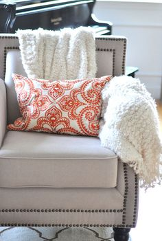 Make your living room cozy! @Centsational Girl recommends layering rooms with comfortable blankets and pillows once fall hits. Via MyColortopia.com