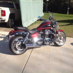 2012 Triumph Thunderbird ABS Very Low mileage and garage kept. Factory  Performance shorty mufflers. Triumph windshield,highway bars Passenger  backrest ...