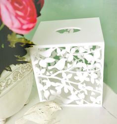 Fits over the standard small tissue paper boxes. Tissue Paper Holder, Tissue Box Covers, Tissue Boxes, Paper Boxes, Papel Tissue, Toilet Paper Art, Pretty Box, Crochet Home, Creative Crafts