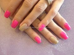 Acrylic+nails+with+pink+gel+polish+and+gold+glitter+ring+finger