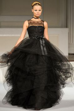 Oscar de la Renta....Yup, 40 years ago I would have looked fantastic in this dress.