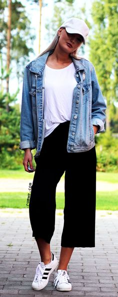 Pleated Wide Leg Pants with white t shirt, denim jacket and white sneakers from romwe.com