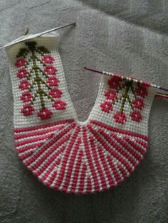 Is that Tunisian crochet???? The slipper pattern I keep seeing....