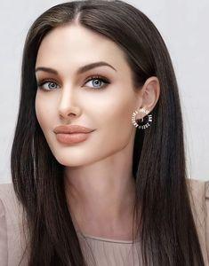 Nyx, Pretty Woman, Diamond Earrings, Lips, Characters, Amazing, Face, People, Beautiful